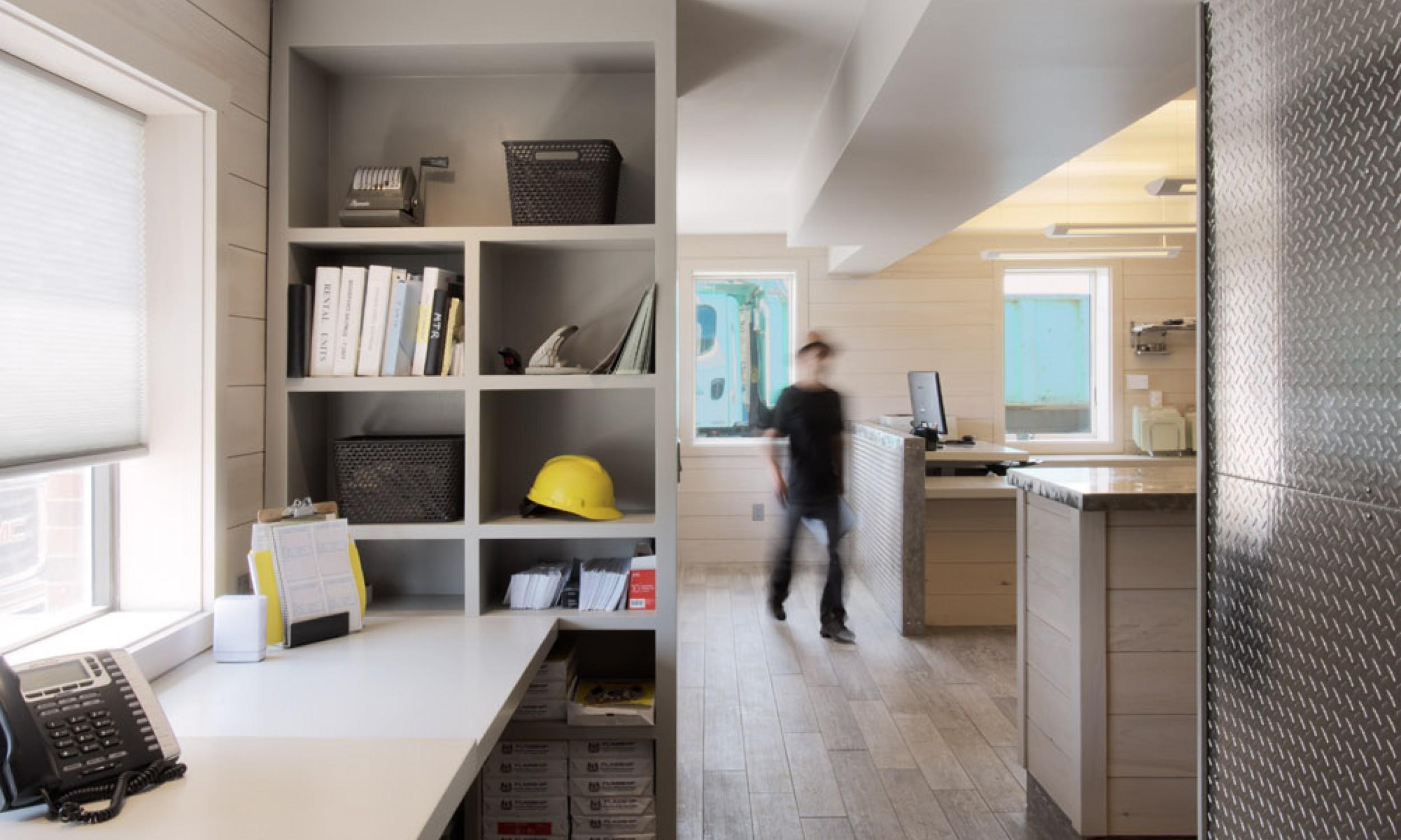 Procelain tile floor, custom cabinets, Maine Architect, Diamond Plate
